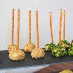 Obazda-Frischkäsebällchen und griechische Frischkäsebällchen, spielefreundliche Snacks mit Amigo