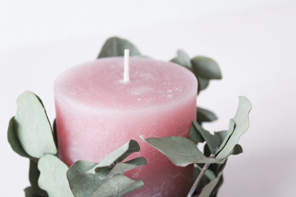 DIY Kerze mit Beton und Eukalyptus als Mitbringsel für Freunde