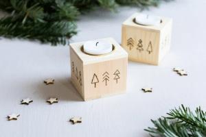weihnachtliche Teelichthalter mit Brandmalerei