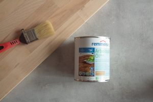 Stehpult im Homeoffice selber bauen aus Buchenholz mit Remmers