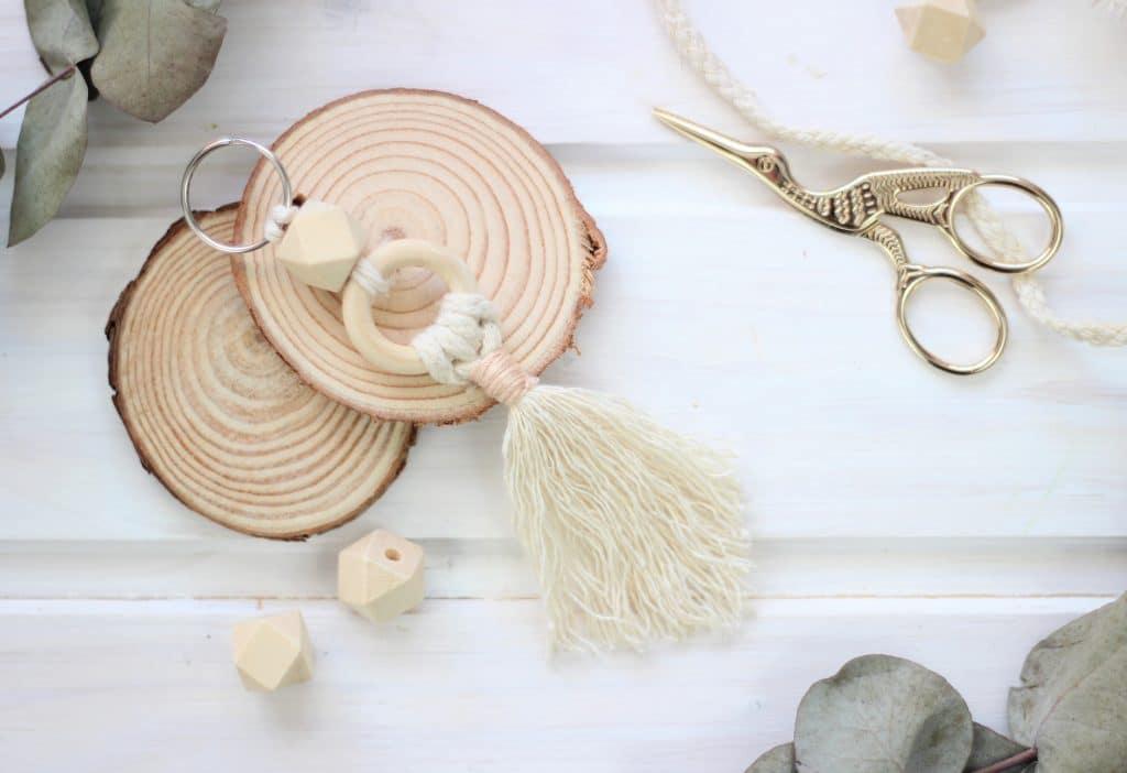 DIYs mit Wollresten Schlüsselanhänger aus Makrameegarn
