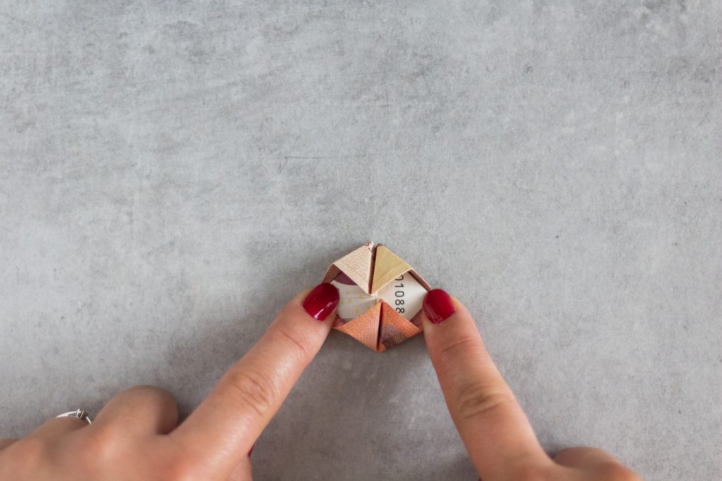 DIY Geldgeschenk zur Hochzeit - Geldblumen falten im Eukalyptus mit Lechuza-Topf